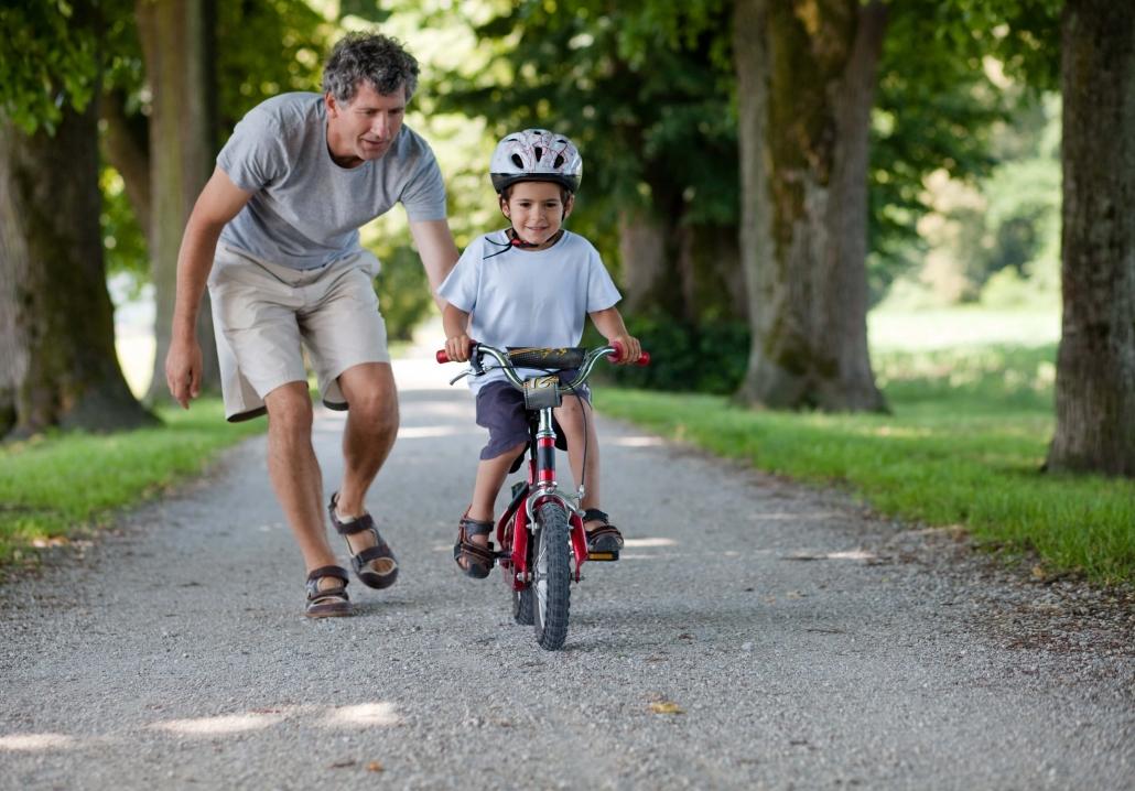 Εξωσχολικές Δραστηριότητες - Πατέρας Κάνει Ποδήλατο με Παιδί